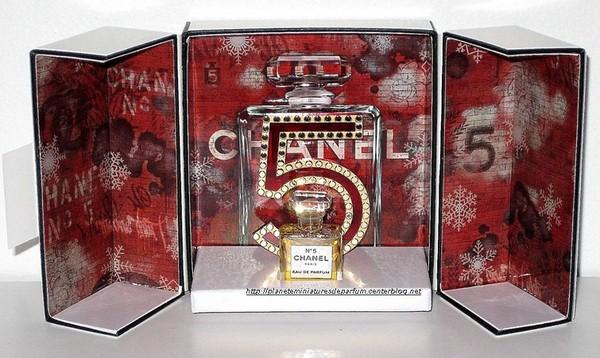 coffret miniature n 5 chanel rouge noir sortie noel 2015. Black Bedroom Furniture Sets. Home Design Ideas